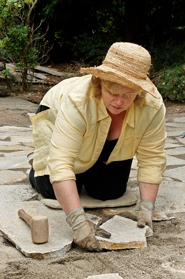 DIY laying tiles in the garden