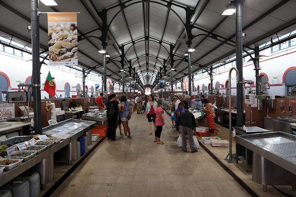 Loule indoor fish & vegetable market
