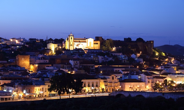 Silves town by night