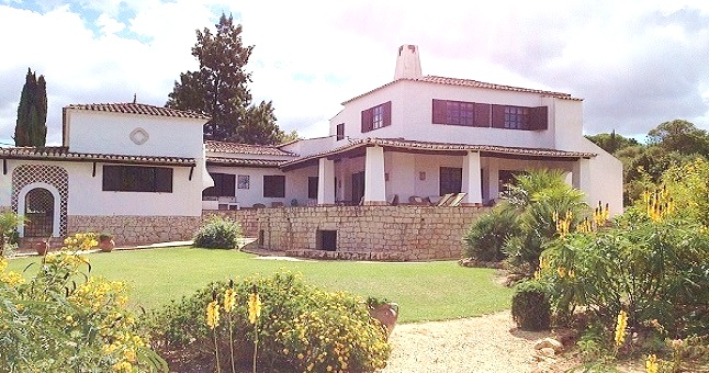 Villa with Apartment and Pool in Mexhiloeira Grande €595,000