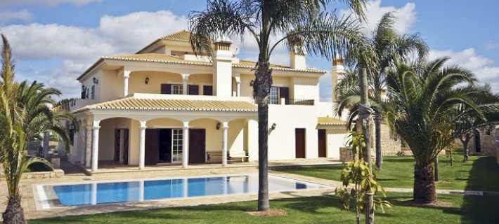 Moradia à venda em Portugal pronta para a visita de potenciais compradores
