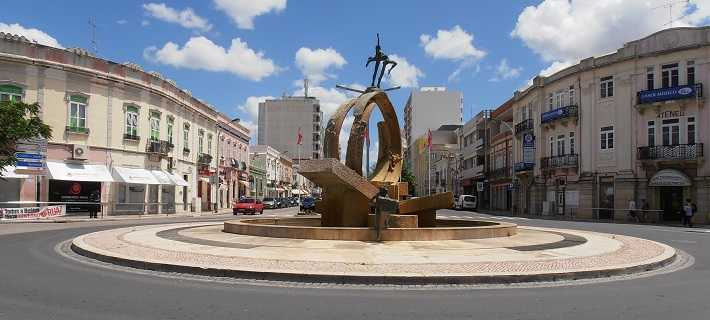 Rotunda central em Loulé, no Algarve
