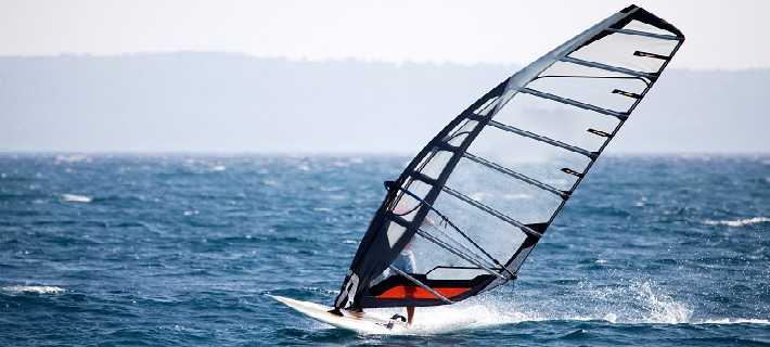 Prancha à vela no Algarve - desportos náuticos e aquáticos radicais