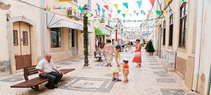 Vista de uma Rua de Silves no Algarve