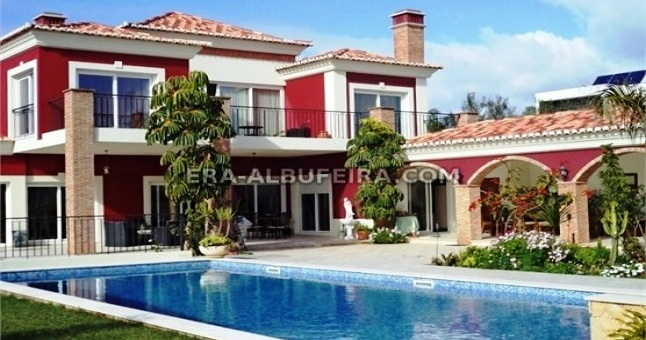 Linda casa estilo Mediterrânico perto Lagos