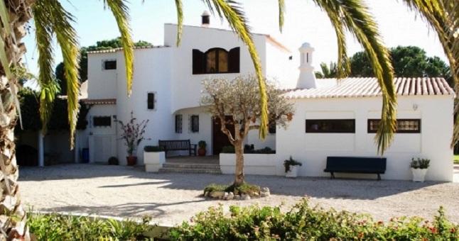 Low price 4-bed villa Vale de Milho near Carvoeiro €625,000